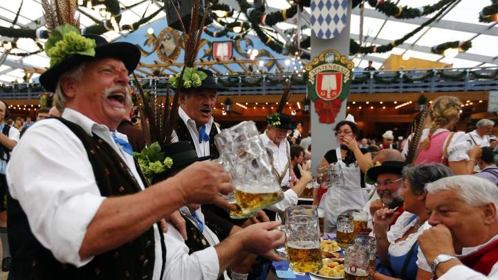 Măsuri sporite de securitate la Oktoberfest: Toţi vizitatorii sunt verificaţi la intrare