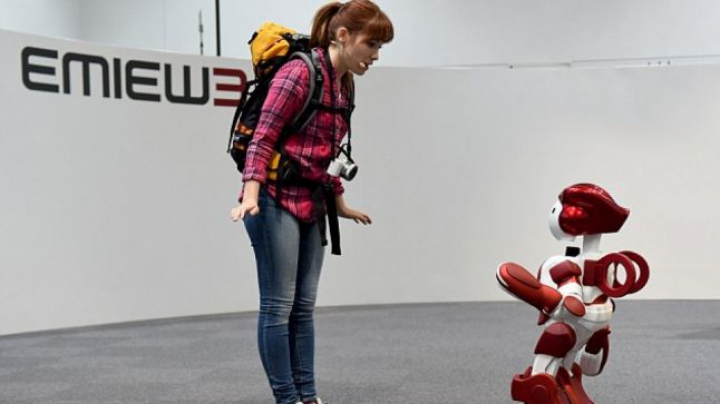 INEDIT! Japonia testează primii roboţi bilingvi (VIDEO)