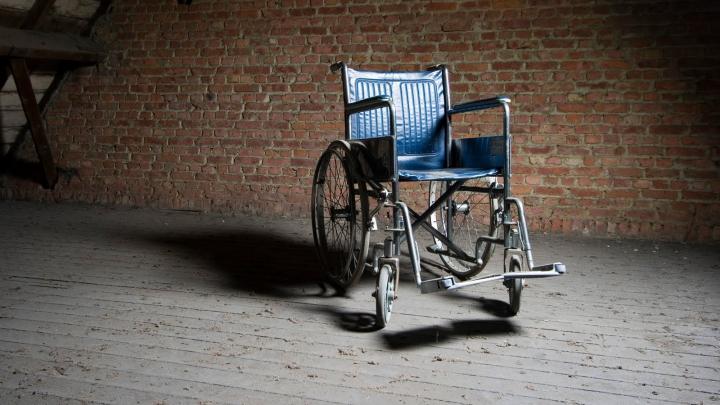 Diagnosticul greşit l-a ţintuit în scaunul cu rotile! După 43 de ani, a început din nou să meargă