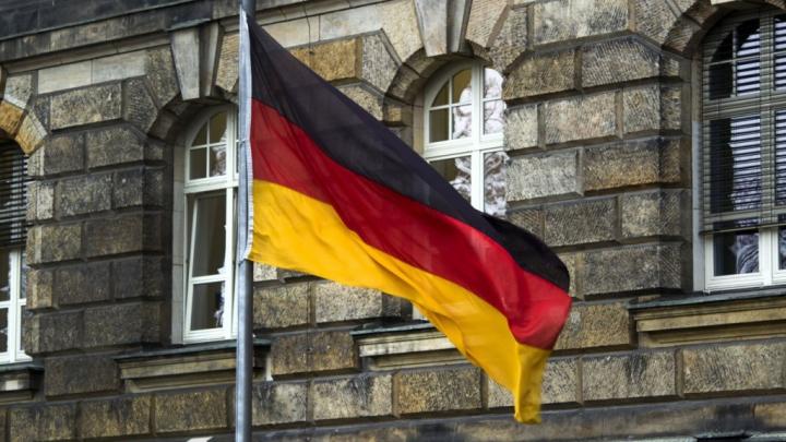 Ambasadă germană, acuzată de muncă disimulată şi facturări false