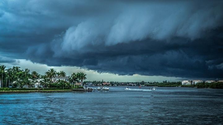Florida se pregăteşte pentru primul său uragan din ultimul deceniu