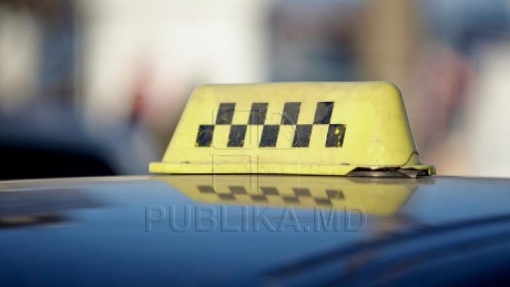 ÎNGROZITOR! Un taximetrist A FOST AMENINŢAT de un pasager de ocazie (VIDEO)