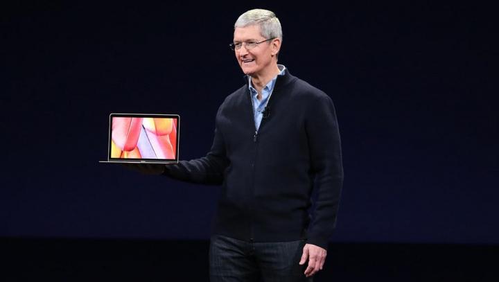 """Tim Cook, optimist în privinţa următorul MacBook: """"Fanii Apple vor fi plăcut surprinşi"""""""