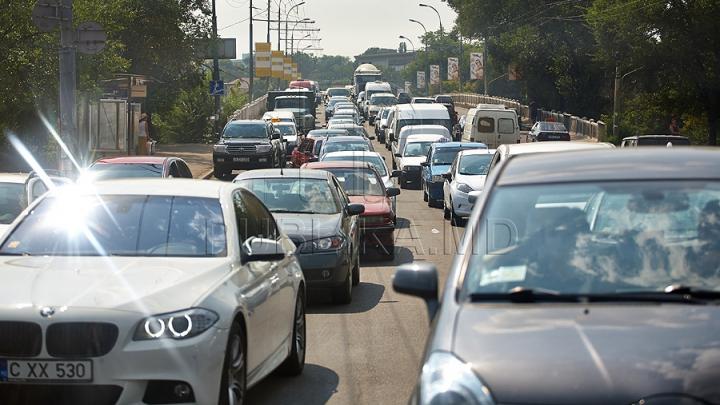 Serviciul InfoTrafic: Străzile din Capitală unde se circulă cu dificultate la această oră