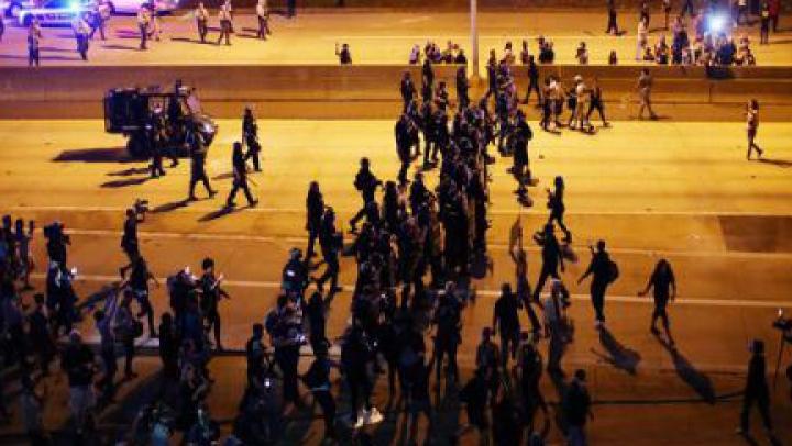 VIOLENŢE în SUA: Poliția a utilizat gaze lacrimogene împotriva manifestanților