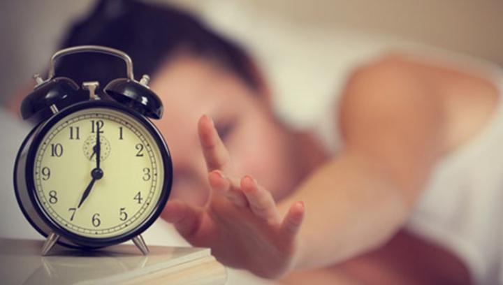 AMUZANT! Cum se trezeau oamenii, în primele ore ale dimineții, înainte ca deșteptătorul să existe (FOTO)