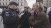 Jandarmii au luat cu asalt nişte actori în timp ce jucau o piesa de teatru în stradă. MOTIVUL INCREDIBIL