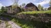 E satul CEL MAI CIUDAT din România! Are un singur locuitor şi un drum din marmură