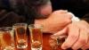 Băutura le-a luat minţile: Doi indivizi s-au dat în spectacol în faţa Poliţiei (VIDEO)