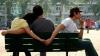 TE PRĂPĂDEŞTI DE RÂS! Amantul a fugit în chiloţi ca să scape de soțul furios al iubitei (VIDEO)