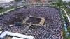 Ceremonie în onoarea regelui Thailandei. Sute de mii de oameni s-au adunat în apropierea Marelui Palat