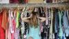 Cum scapi de haosul din dulap? Iată 11 articole la care poţi renunţa pentru a avea mai mult spaţiu
