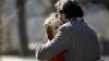 Ce se întâmplă când un bărbat îmbrățișează o femeie