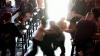 Au refuzat să achite bonul de plată într-un bar şi s-au luat la harţă cu agenţii de pază. Ce a urmat (VIDEO)