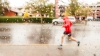 Care sunt cele mai eficiente strategii pentru alergarea prin ploaie? Recomandările experţilor