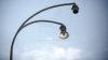 Ar putea cădea în orice clipă! Un stâlp AVARIAT din Capitală pune în pericol viaţa oamenilor (FOTO)