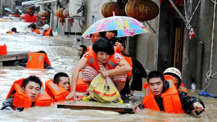 Taifunul Chaba lovește insulele japoneze: Peste 800 de locuitori au fost evacuați