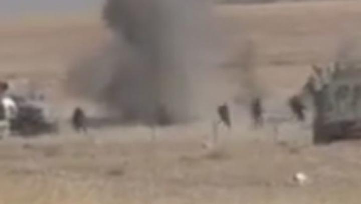 Vesta cu explozibil a unui terorist, detonată în proximitatea soldaților kurzi (VIDEO 18+)