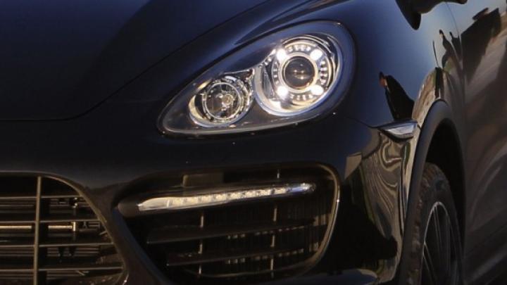 A furat un Porsche în prima zi de muncă! Peripeţiile angajatului unei spălătorii auto din Capitală (VIDEO)