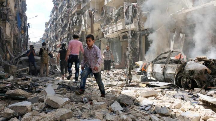 Zeci de civili morţi! Avioanele ruse ŞI-AU RELUAT RAIDURILE AERIENE la Alep