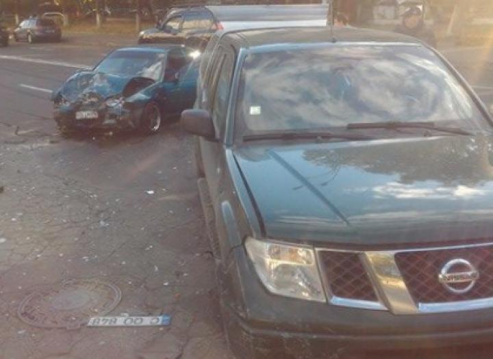 ACCIDENT GRAV în sectorul Botanica. Două maşini s-au lovit violent (FOTO)