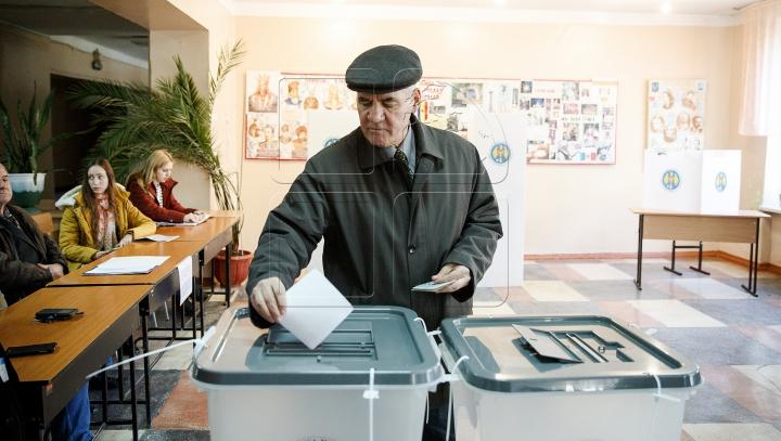 Alegeri prezidenţiale 2016: JUMĂTATE DE MILION de moldoveni au votat până la ora 11:00
