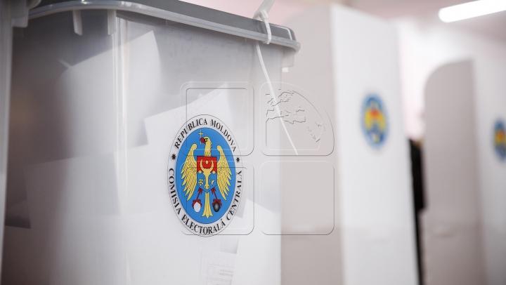 Promo-LEX: În ziua alegerilor, în apropierea mai multor secții de votare era prezent afișajul electoral