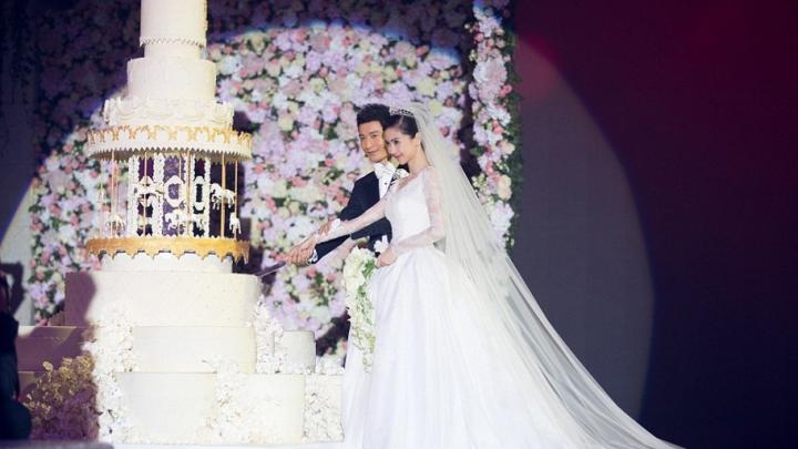 """""""Kim Kardashian a Chinei"""", nuntă de 30 de milioane de euro. Ce rochie de mireasă a avut (FOTO)"""