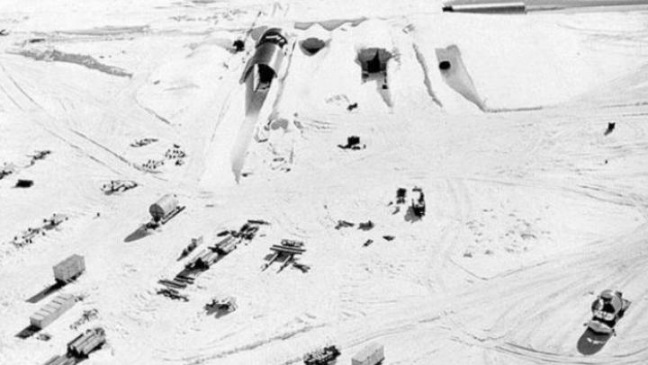 Ar putea produce o catastrofă: O bază militară americană, ascunsă sub gheţari, iese la suprafaţă