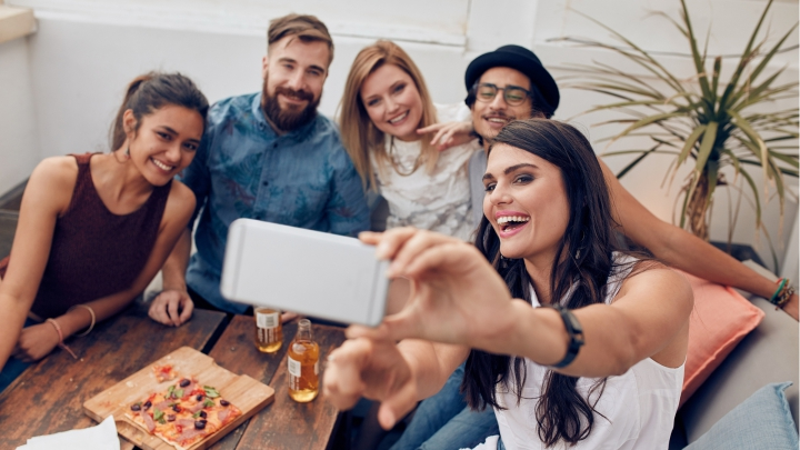 HOROSCOP AMUZANT: Cum își fac zodiile selfie