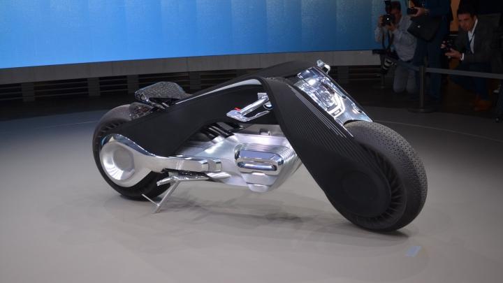 MOTOCICLETA VIITORULUI! Conceptul jubiliar pe două roţi prezentat de BMW (VIDEO)