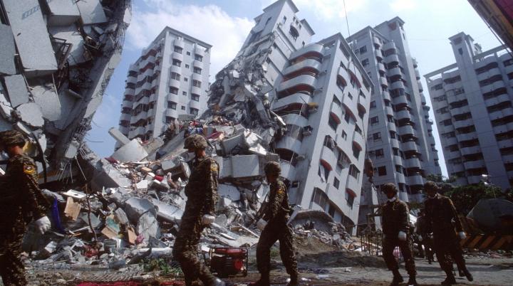 APOCALIPSĂ în Chişinău. Casele ce ar putea deveni morminte la un seism puternic (VIDEO)