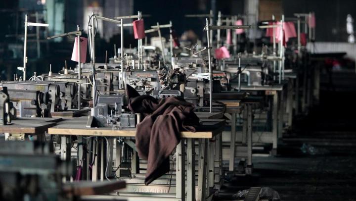 PERICOLUL GLOBAL care se ascunde în spatele industriei de modă. Avertismentul experţior
