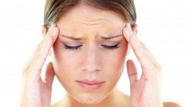 BINE DE ȘTIUT! Opt semne că o durere de cap este provocată de o BOALĂ SERIOASĂ