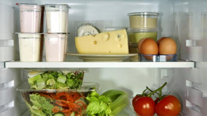 BINE DE ŞTIUT! Află cum să scăpăm de mirosurile neplăcute din frigider