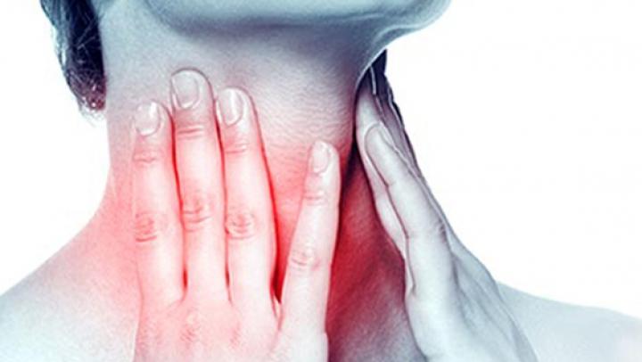 BINE DE ȘTIUT! Principalele simptome care prevestesc cancerul glandei tiroide