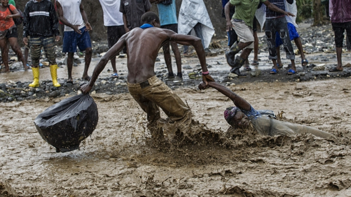 BILANŢ NEGRU! Uraganul Matthew a ucis 572 de persoane în Haiti