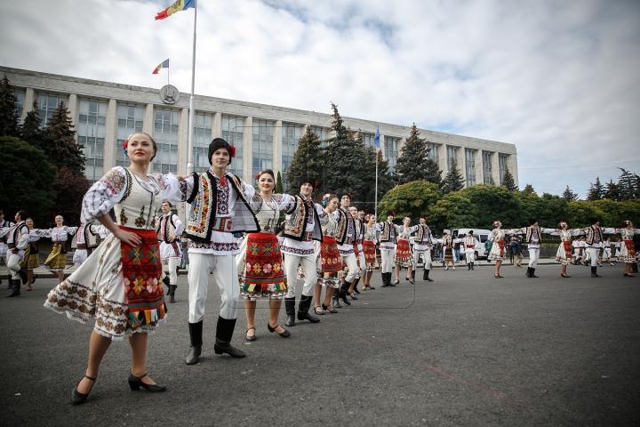 PETRECERE MARE, în inima Capitalei! Cum sărbătoresc chişinăuienii Hramul Oraşului (FOTOREPORT)