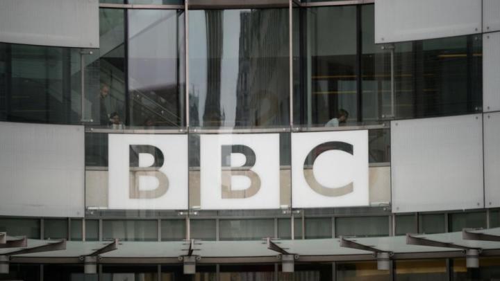 BBC va concedia 300 de angajaţi. Care este MOTIVUL