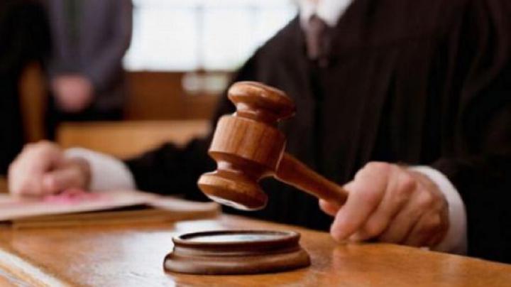 S-a îmbogăţit ilegal şi a făcut fals în declaraţii. Un judecător, pe banca acuzaţilor. Riscă ani grei de puşcărie