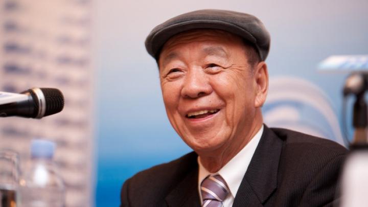 INCREDIBIL! Cum a ajuns un vânzător de alune unul dintre cei mai mari miliardari din Asia