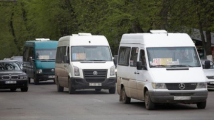 Mâine va avea loc greva transportatorilor: Peste 500 de microbuze îşi vor sista activitatea