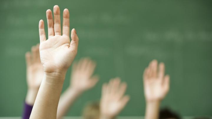 Profesoară, filmată în timp ce îşi LOVEŞTE elevii! Ce i-a stârnit furia (VIDEO)