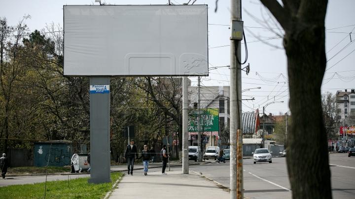 HALUCINANT! Scene dintr-un film porno au apărut pe un panou publicitar gigant (FOTO)