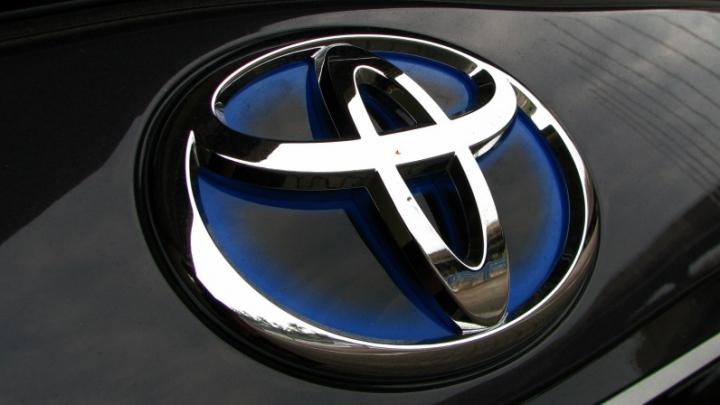 Toyota recheamă 5,8 milioane de mașini vândute mondial, din cauza airbagurilor defecte