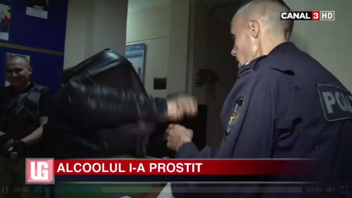 Alcoolul LE-A LUAT MINŢILE!  Doi indivizi în stare de ebrietate I-AU AGRESAT pe ofiţerii de poliţie (VIDEO)