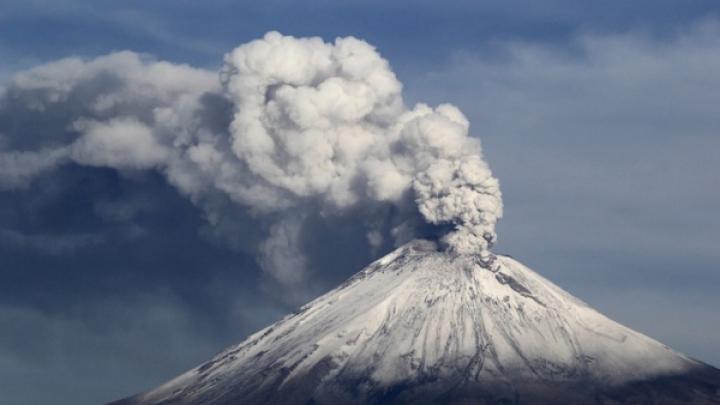 ALARMANT! Vulcanul de Foc, într-o puternică fază de erupţie