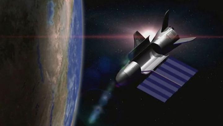 De peste 500 de zile, un satelit MISTERIOS se rotește în jurul Pământului. Este ghidat de armata SUA