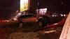 GRAV ACCIDENT în sectorul Botanica al Capitalei! O mașină a doborât un panou publicitar (FOTO)