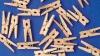 #LifeStyle: Cleştele, nu doar pentru rufe. Vezi în ce activităţi casnice mai poate fi folosit (VIDEO)
